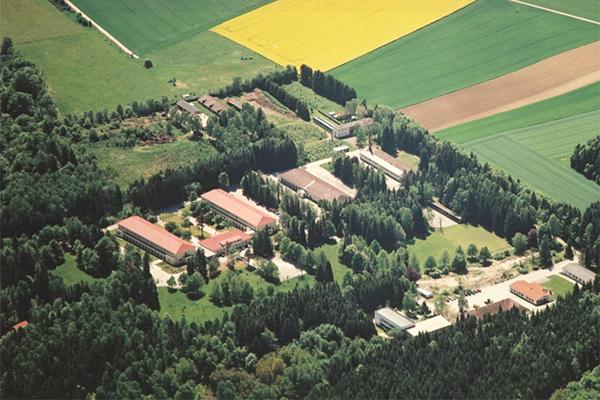 Geschichte Klinikum Fünfseeland Luftbild 2001